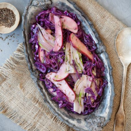Cider-Braised Cabbage With Apples and Fennel