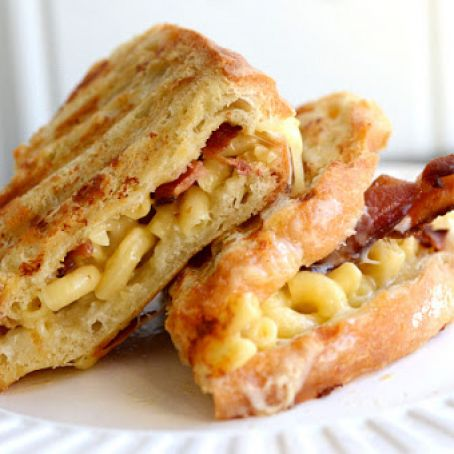 Bacon, Mac and Cheese Sandwich