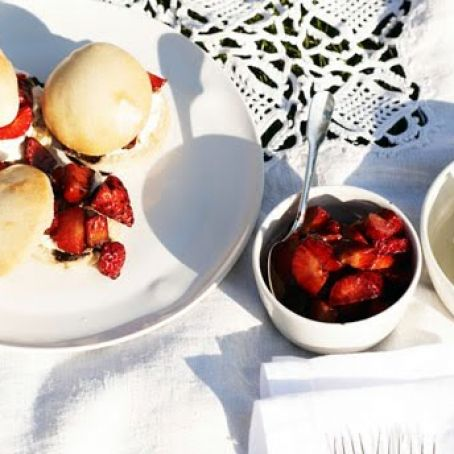 Dessert Misc: Strawberry Shortcake Sliders
