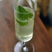 Refreshing Mint and Lime Sparkler