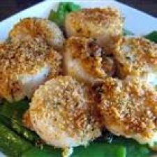Baked Scallops with Herbed Breadcrumb Topping
