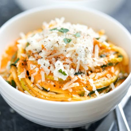 Creamy Roasted Red Pepper Zucchini Noodles
