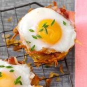 Baked Eggs in Prosciutto Hash Brown Cups