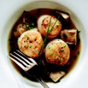 SEARED SCALLOPS IN MUSHROOM BROTH