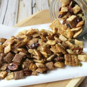 SLOW-COOKER PUMPKIN HARVEST CHEX MIX