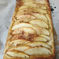 Apple or pear tart