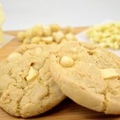 Mrs. Fields Copycat White Chocolate Macadamia Cookies