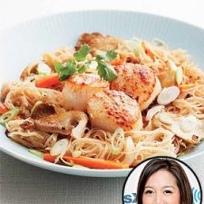 Stir Fry Noodles with Seared Scallops Serves 4
