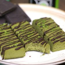 Healthy Matcha Green Tea Fudge Protein Bars