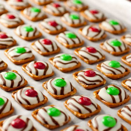 Christmas Style Pretzel M&M Hugs