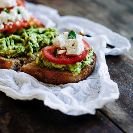 Avocado Toast with Goat Cheese & Tomato
