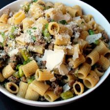 Rigatoni with Sausage, Asparagus & Cheese