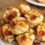 Bite-Sized Cheesy Pepperoni Pizza Puffs