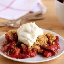 Slow Cooker Strawberry Rhubarb Crisp