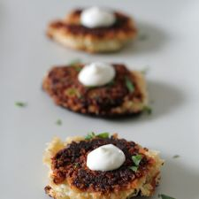 Crab Cakes with Garlic Aioli