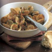 Clams in tomato and saffron sauce