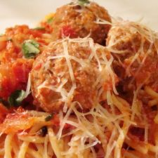 Spaghetti & Meatballs in Creamy Vodka Sauce