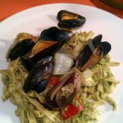 Linguine with Pesto and Mussels