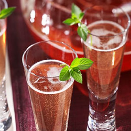 Champagne & Cranberry Juice Sparkling Punch