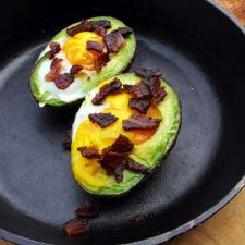 Baked avocado with egg and bacon: The perfect spring-time breakfast