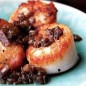Pan-Seared Scallops with White Wine Reduction