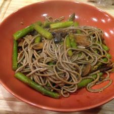 Soba Noodles with Beef, Asparagus and Mushrooms