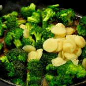 Stir-Fried Broccoli & Water Chestnuts