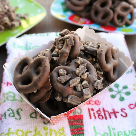 Holiday Chocolate Covered Pretzels