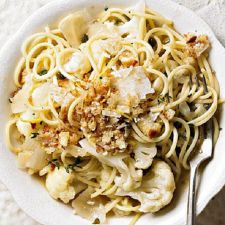 Spaghetti with Cauliflower and Capers