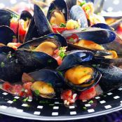 Mussels With Tomato & White Wine Sauce