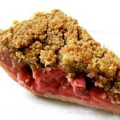 Deep Dish Strawberry Rhubarb Pie with Crumb Topping