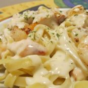 Fettuccine Alfredo with Grilled Chicken & Shrimp