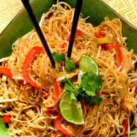 Thai Fried Rice Noodles With Chicken Or Tofu Gluten Free Recipe 4 1 5