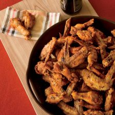 WINGS: Spicy Sriracha Chicken Wings