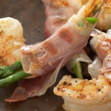 Grilled Jumbo Shrimp With Prosciutto and Asparagus