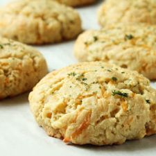 Cheddar Bay Almond Flour Biscuits