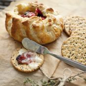 Brie en Croûte with Sun-Dried Tomatoes and Thyme