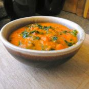 Creamy tomato and kale soup