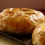 BRIE AND ONION PUFF